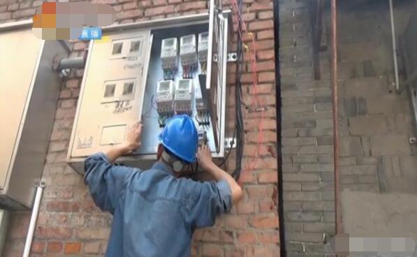 偷电长达10年 供电人员打开电表箱 却找不到异常
